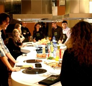 Taller de cocina para solter s y cena uolala - Taller cocina barcelona ...