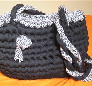 Como hacer bolso de trapillo uolala for Bolsos de crochet de trapillo